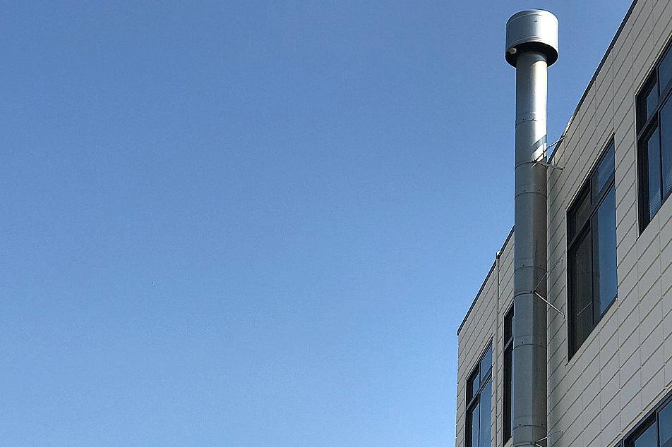 土居珈琲の高い煙突
