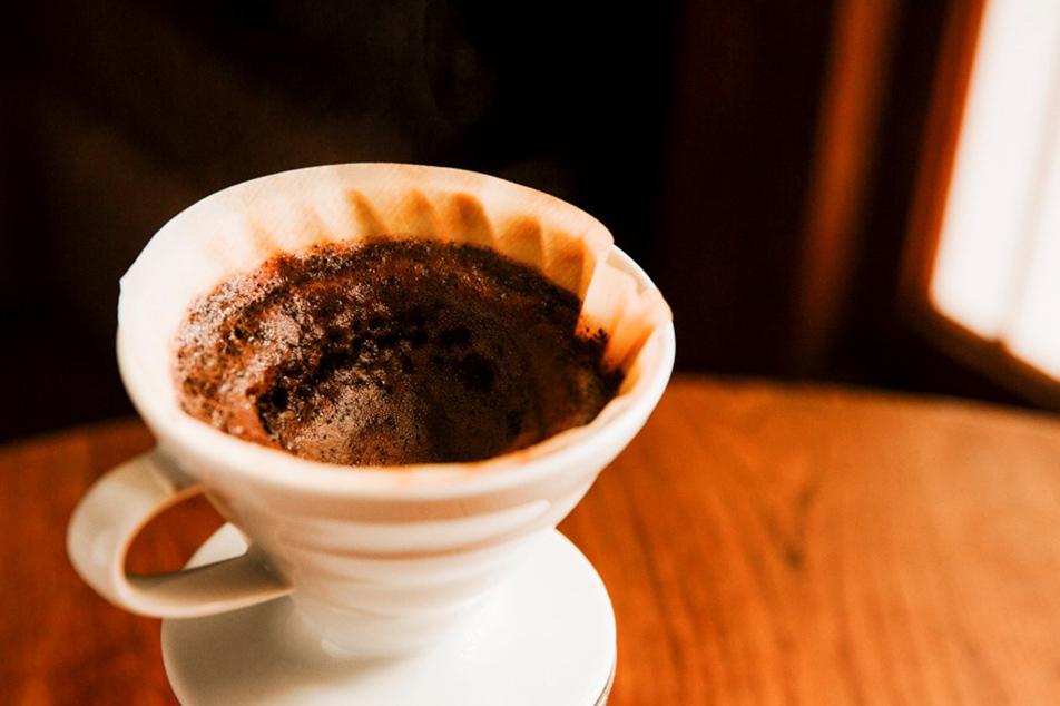 「コーヒーを粉に挽いたときに発生する微粉は、取り除いたほうがいいですか?」