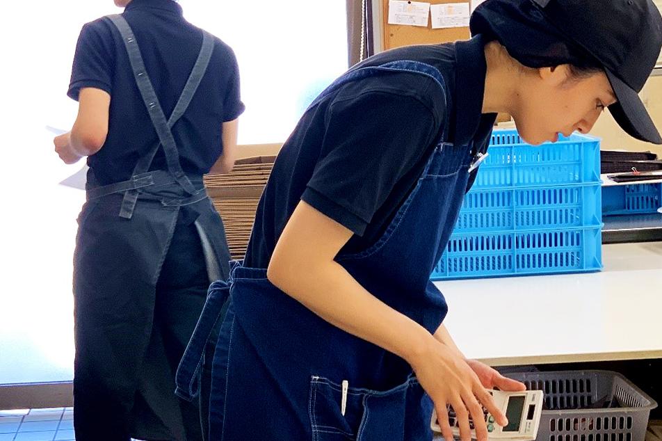 珈琲工房でも女性スタッフ、奮闘中です。