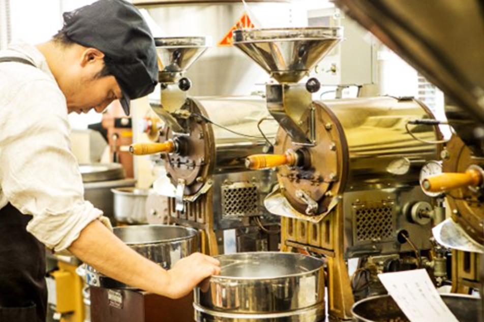 土居珈琲の焙煎釜の配置は特殊です。