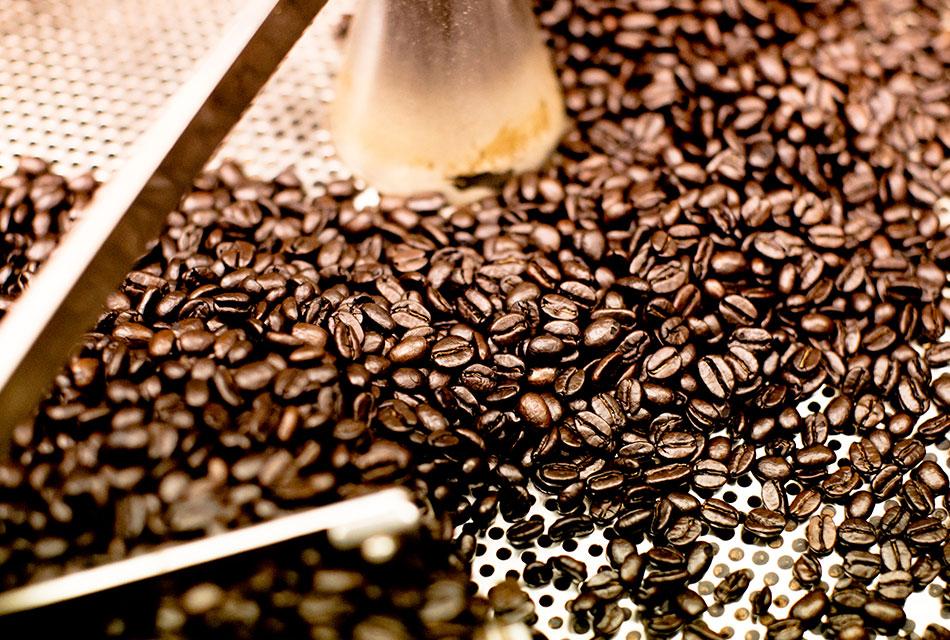 コーヒー豆の表面が濡れている理由。